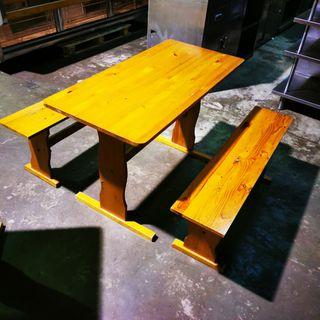 bancos de madera y mesa ideal para terraza Jardin