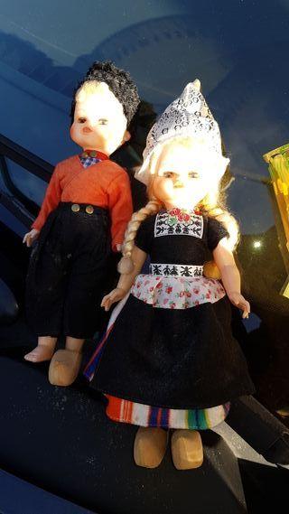 se venden pareja de muñecos