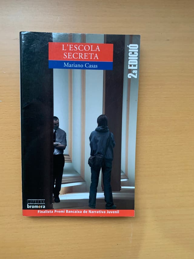 """Libro """"L'escola secreta"""""""