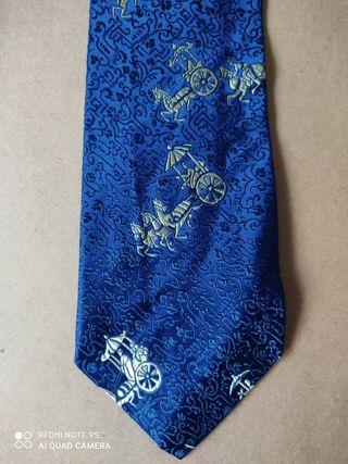 Corbata azul de seda