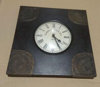 Reloj de pared estilo colonial