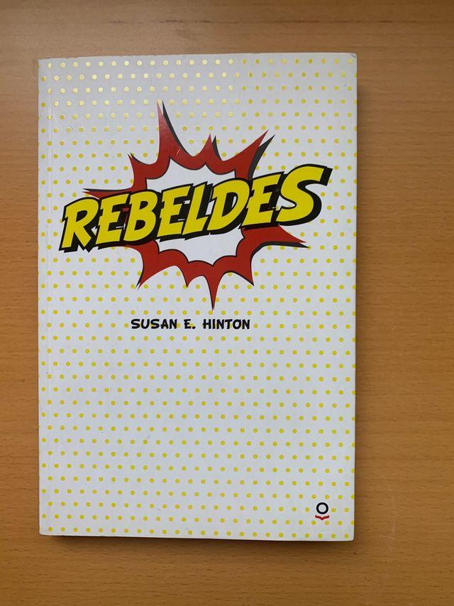 """Libro """"Rebeldes"""""""
