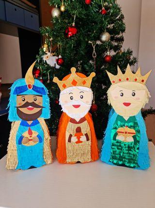 Mini piñatas de Reyes Magos.