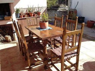 Mesa madera maciza + 6 sillas madera y cuero