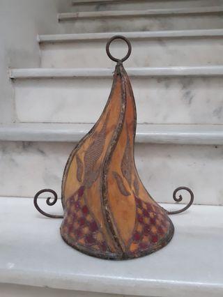 Pantalla de pergamino de colores marroquí