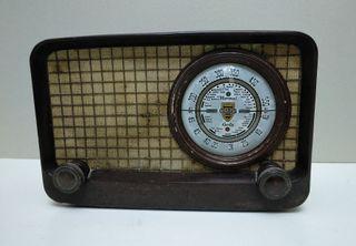 Radio antigua marca Ondina