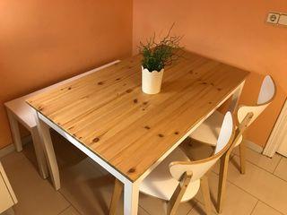 Mesa de cocina , banco y dos sillas