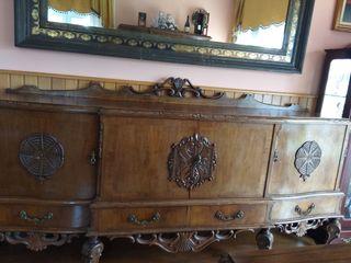 Aparador antiguo de castaño con espejo