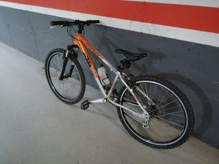 Bicicleta seminueva KTM de montaña.