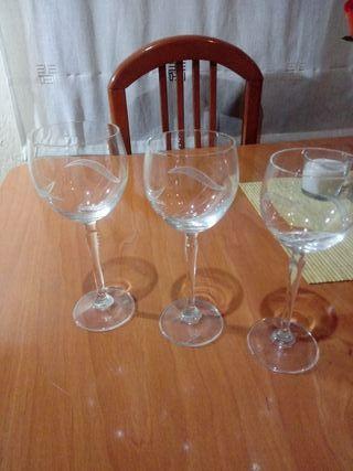 copas de vino y agua