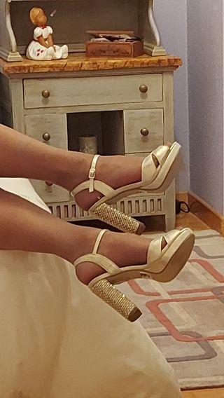 Sandalias doradas piel,tacón strass.36.Nuevas.