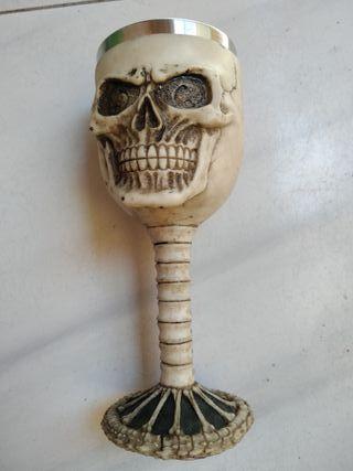 Copa calavera (resina y metal)