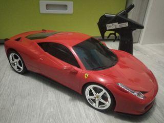 Ferrari teledirigido y cámara de fotos para niños