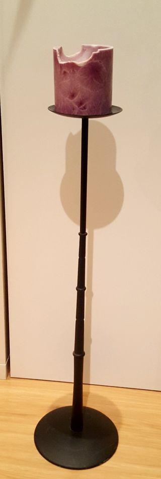 Candelabro portavelas de pie de hierro negro