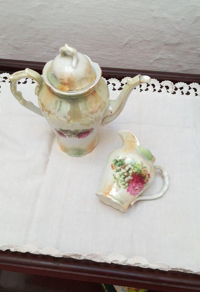 Cafetera y jarrita de leche Porcelana