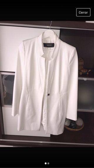 Levita/blazer Zara blanca