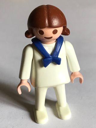 Playmobil niña habitación de los niños