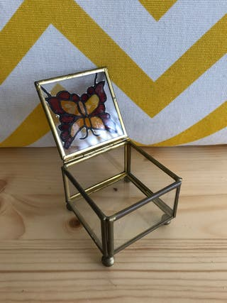 Antigua cajita de cristal y mariposa esmaltada