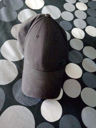 Gorra negra de Adidas