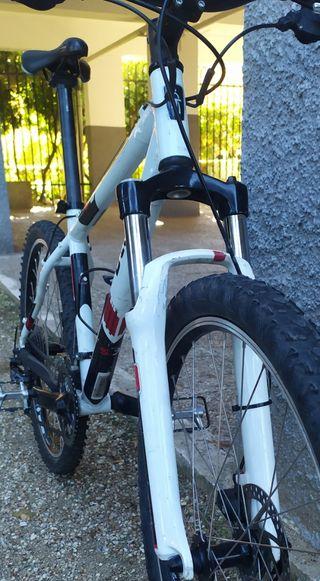 bicicleta rockrider 5.3 frenos de disco