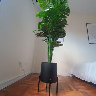 Planta artificial con macetero