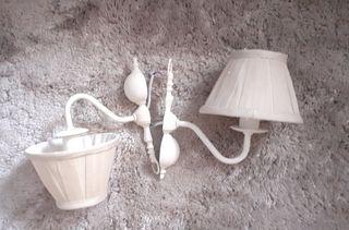 Dos lámparas de pared pequeñas