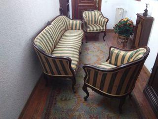Sofá y 2 sillones de madera, en estilo isabelino