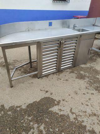 mesa de trabajo con fregadero