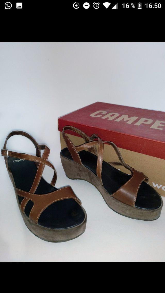 Sandalia Camper plataforma marrón