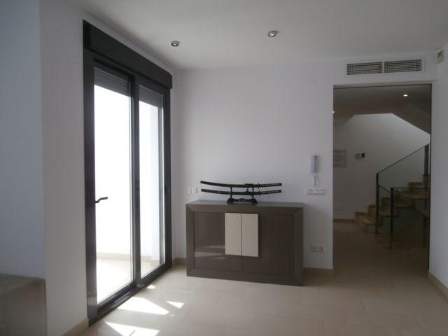 Casa adosada con local comercial (Estación, Málaga)