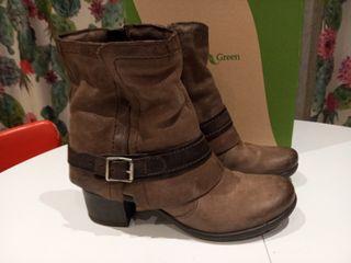 botas bajas, botines marrón