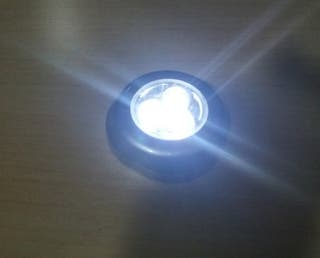 Lámpara pulsador de led adhesiva