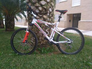se vende bicicleta Racer leer bien