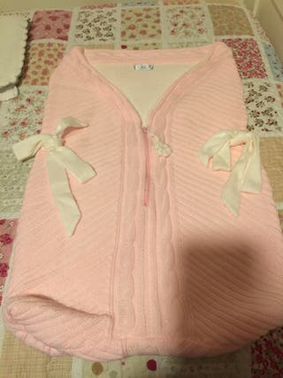 Saco bebé rosa y marfil de punto