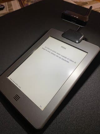 Ebook Kindle Touch con luz acoplada