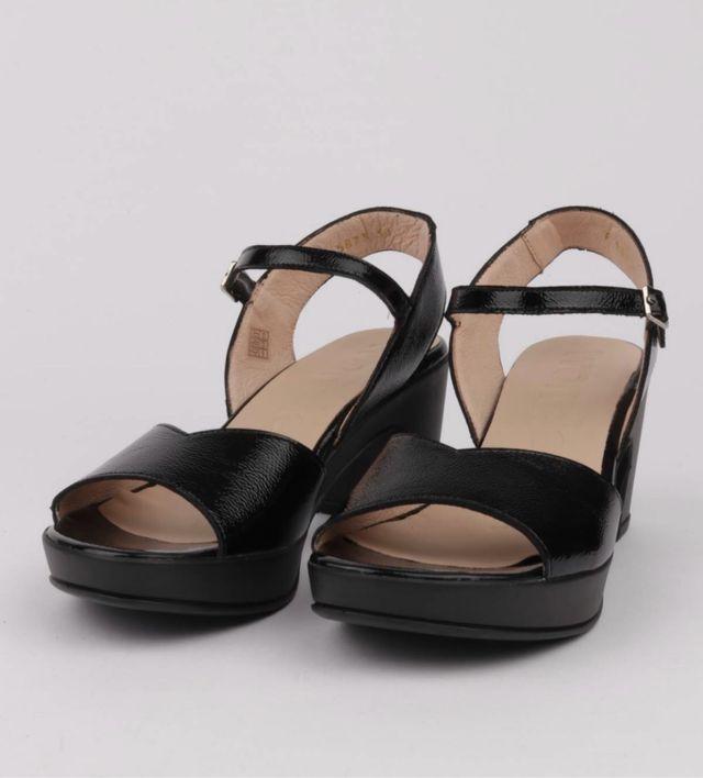 Sandalias de piel y tacón Wonders