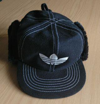 Gorra tipo cazador Adidas