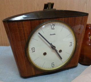 Reloj de mesa de Maquinaria. Marca HERMIE. Años 70