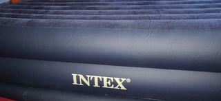 Colchón hinchable automáticamente INTEX.