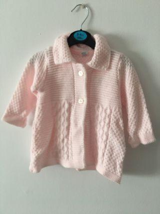 Abrigo rosa con capota