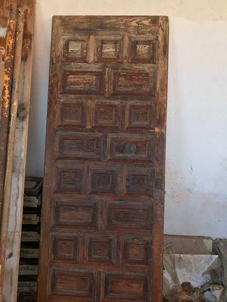 Puerta de madera entrada