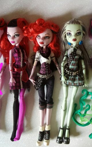 MUÑECAS MONSTER HIGH. EN EL ORDEN DE LA FOTO: -
