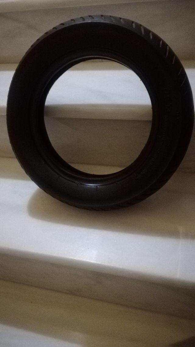 90/90 10 neumático
