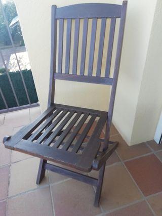 Sillas y mesa de jardín. Cadires i taula de jardí.