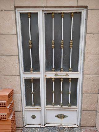 puerta de entrada de hierro.