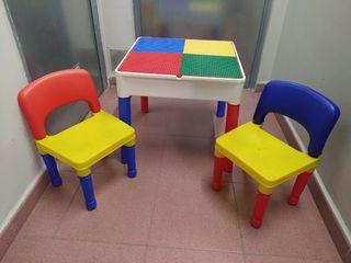 Mesa infantil LEGO y 2 sillas