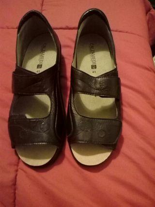 Se vende zapatos de piel comodos n41