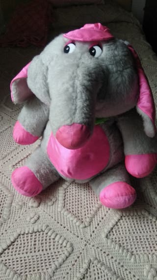 Elefante de peluche.