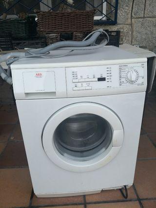 Lavadora AEG 1200 revoluciones 8 kg