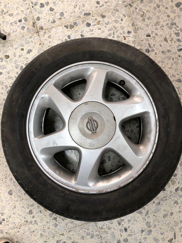 Llanta de Nissan Primera P11